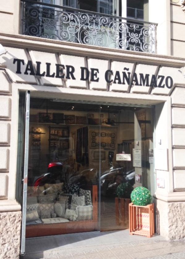 Entrada de la tienda de Talleres de Cañamazo