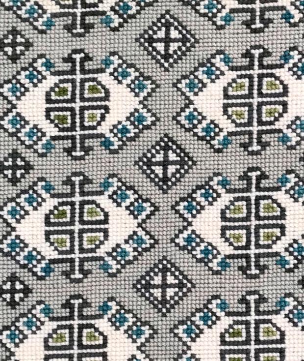 Diseño bordado con cañamazo fino