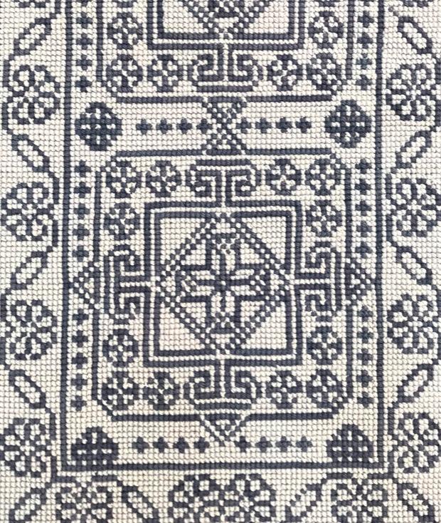Diseño bordado con cañamazo grueso
