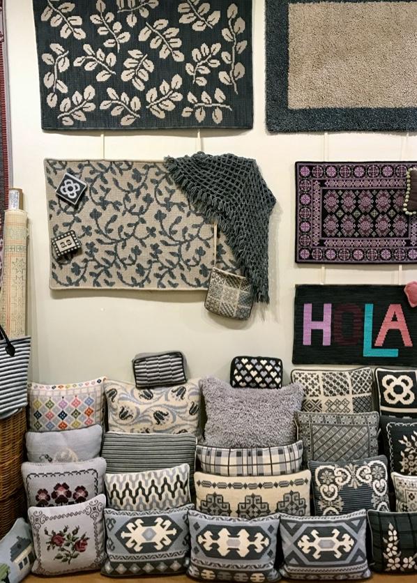 Cojines y alfombras de cañamazo