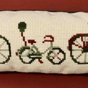 cojín con dibujo de bicicletas